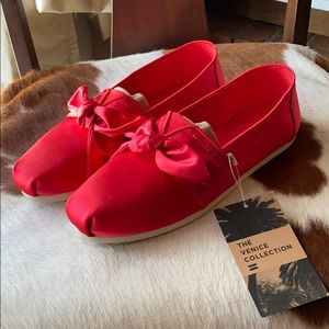 Toms Red Satin Bow classics size 9.5